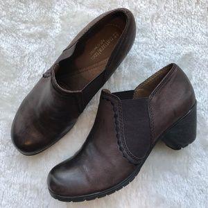Naturalizer Brown Leather Garrett Ankle bootie 8M